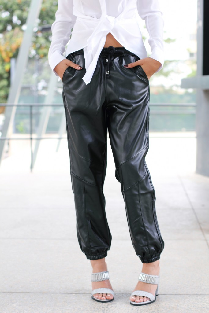 Fashion blogger wears leather jogger 15